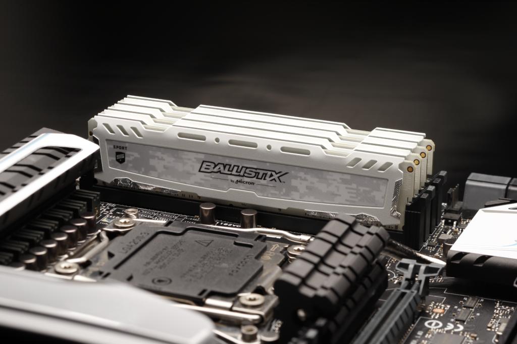 Ballistix Sport LT White 16GB DDR4-3000 UDIMM