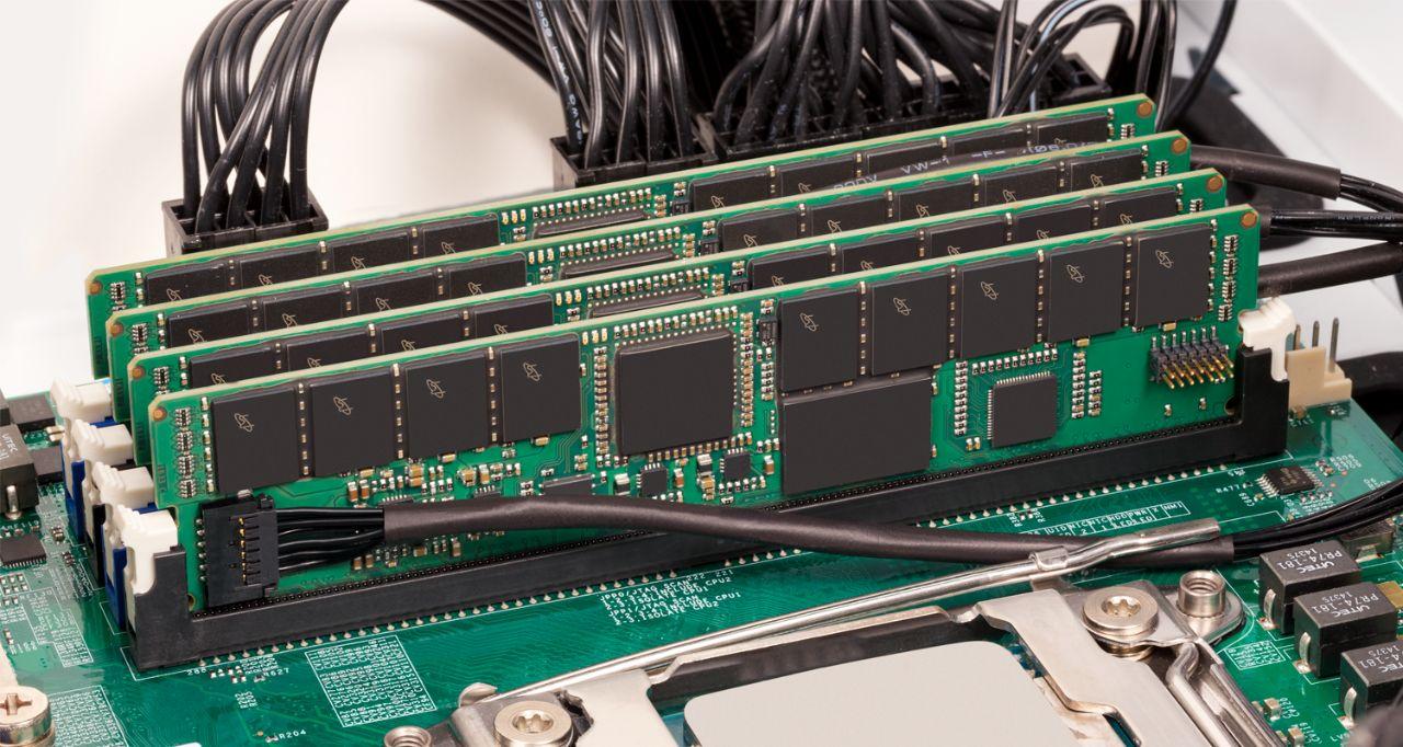Crucial 서버 메모리 RAM.