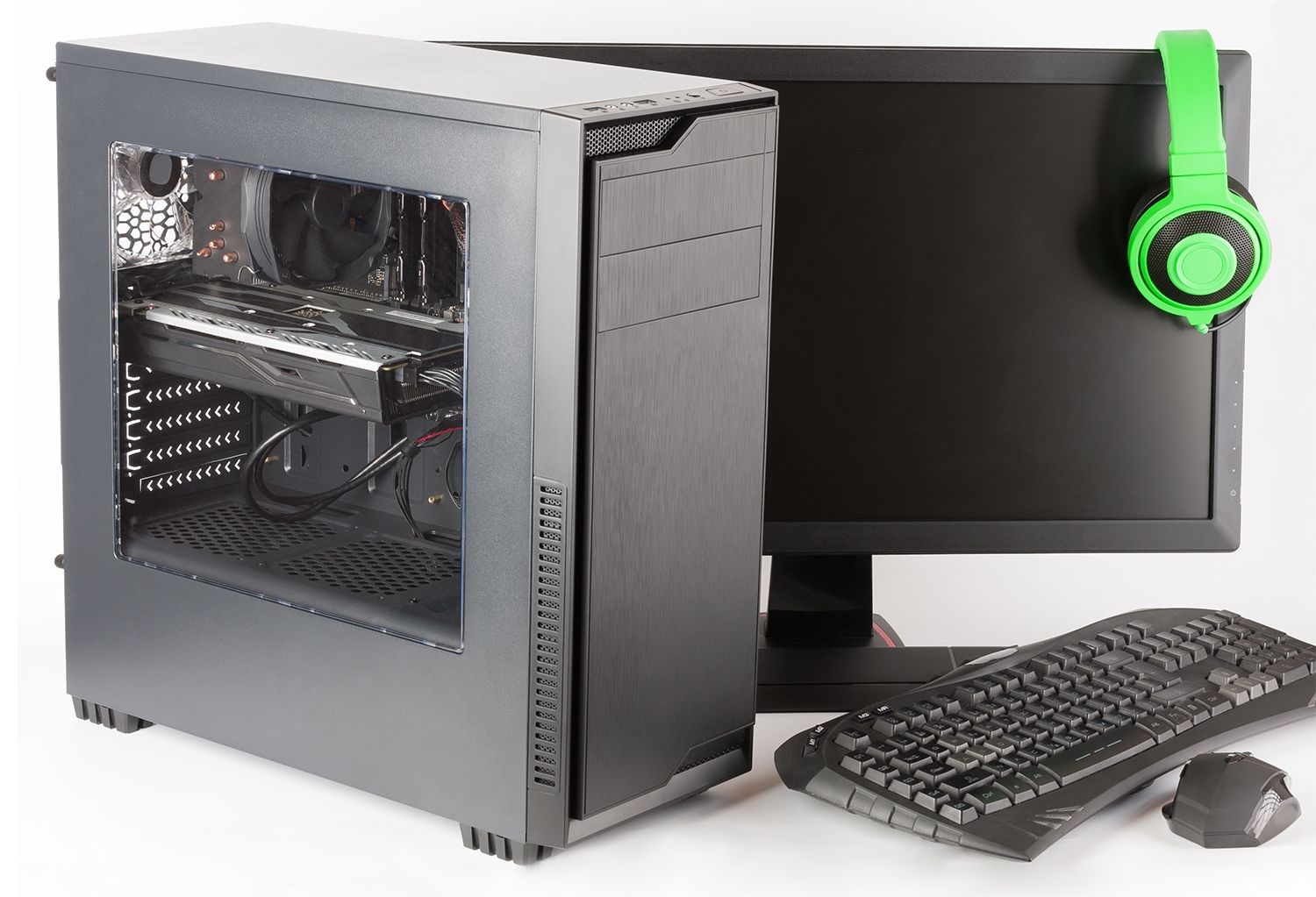 Gaming computer with monitor, keyboard, gaming mouse and headphones