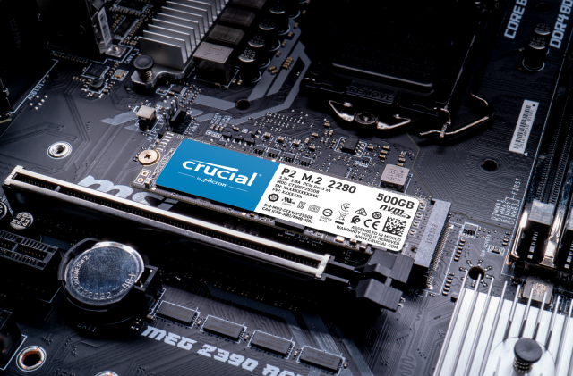 Crucial P2 500GB PCIe M.2 2280SS SSD- view 2