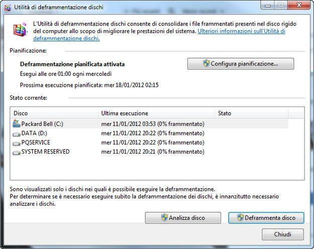 La finestra di pop-up del Deframmentatore di Disco di Windows 7 mostra lo stato dell'analisi in corso di un resoconto di un'analisi di disco